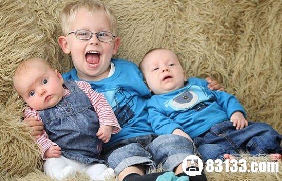 【图】世界最奇葩三胞胎 哥哥与弟妹相差3岁资讯生活